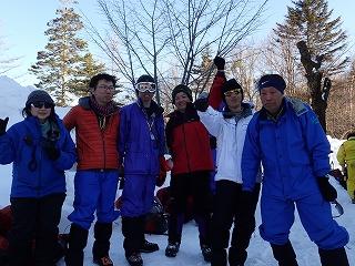 雪中訓練を終えて満足気な2班と指導員のIさん